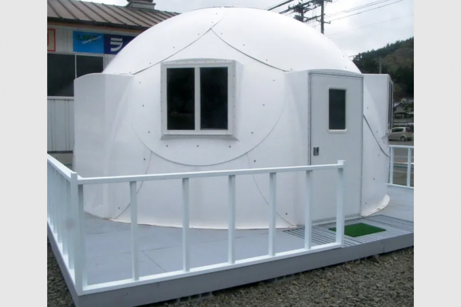 Church tackles Hawaii's homeless problem with igloos from Alaska